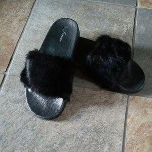 (NWOT) Fuzzy Slippers